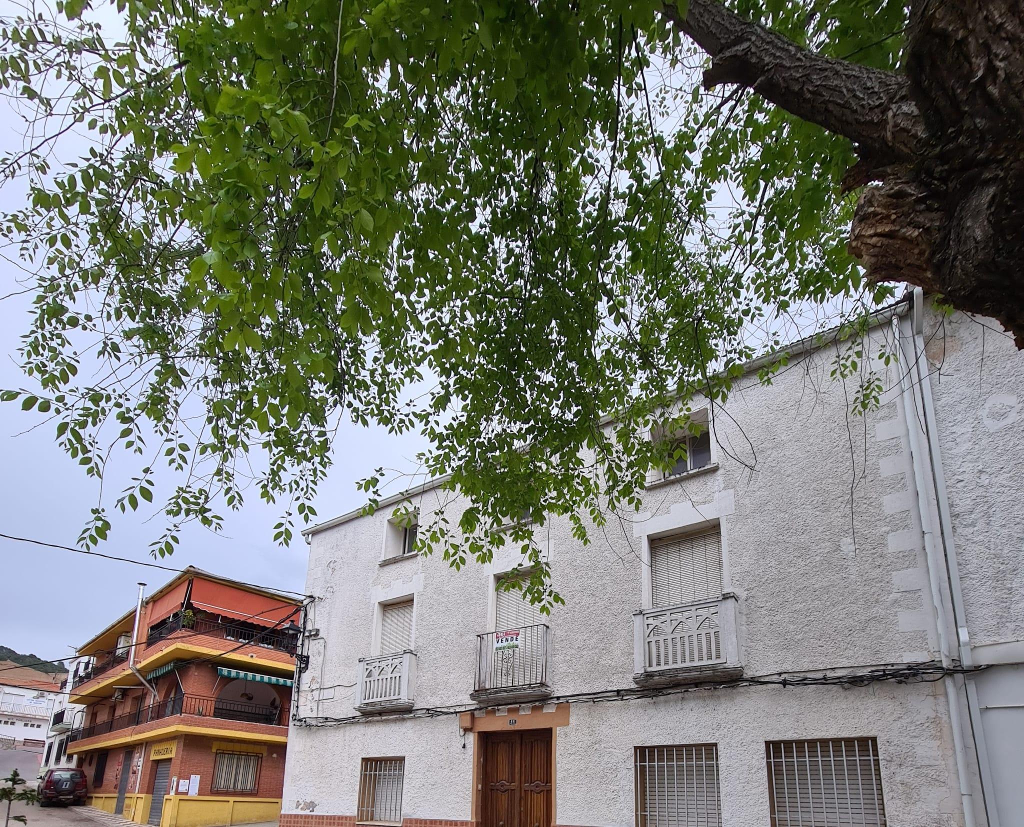 VIVIENDA EN DOS PLANTAS EN BENATAE PARA REFORMAR